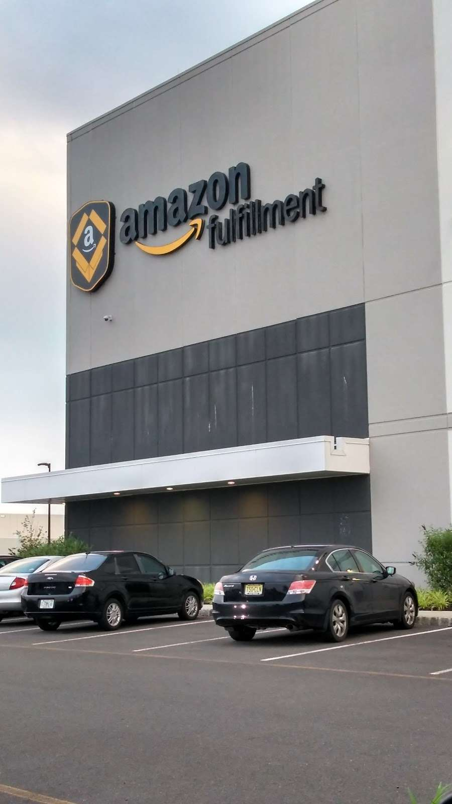 Amazon EWR4 - storage  | Photo 8 of 10 | Address: 50 New Canton Way, Robbinsville, NJ 08691, USA | Phone: (732) 979-7825