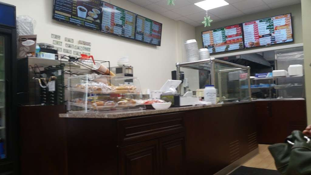 Gyro Spot - restaurant  | Photo 3 of 10 | Address: 16 Central Ct, Valley Stream, NY 11580, USA | Phone: (516) 612-9791