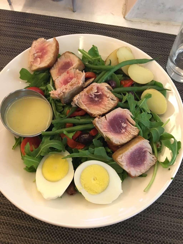 Taste of Bisoux - restaurant  | Photo 2 of 10 | Address: Terminal D Gates 3-4, Flushing, NY 11371, USA