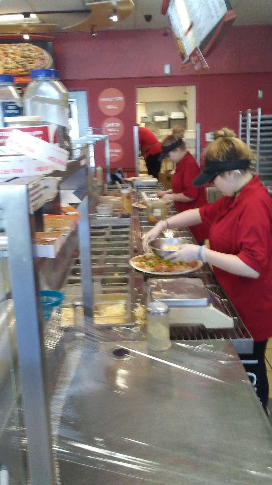Papa Murphys Take N Bake Pizza - meal takeaway  | Photo 4 of 6 | Address: 4401 E 10th St, Indianapolis, IN 46201, USA | Phone: (317) 356-7272