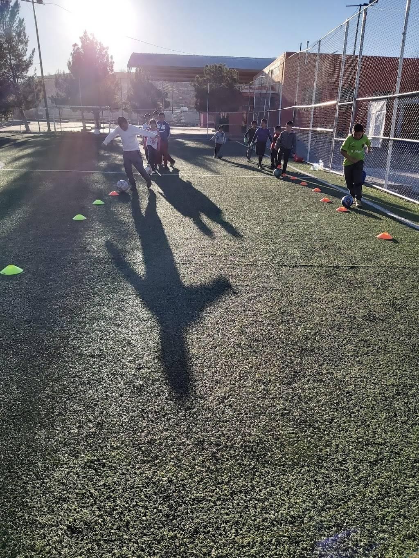 Escuela de Futbol FC JUAREZ BRAVOS filial Cd.Juarez - school    Photo 2 of 4   Address: 16 de Septiembre, 32210 Cd Juárez, Chih., Mexico   Phone: 656 430 2017