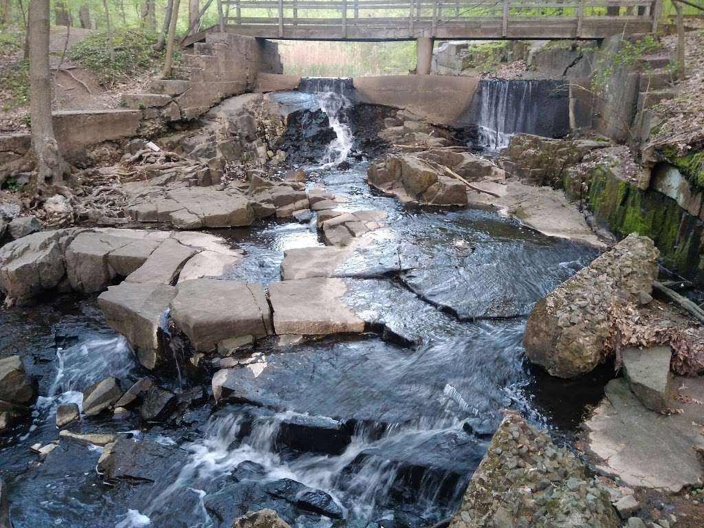 Flat Rock Brook Nature Center - park  | Photo 1 of 10 | Address: 288 Jones Rd, Englewood, NJ 07631, USA