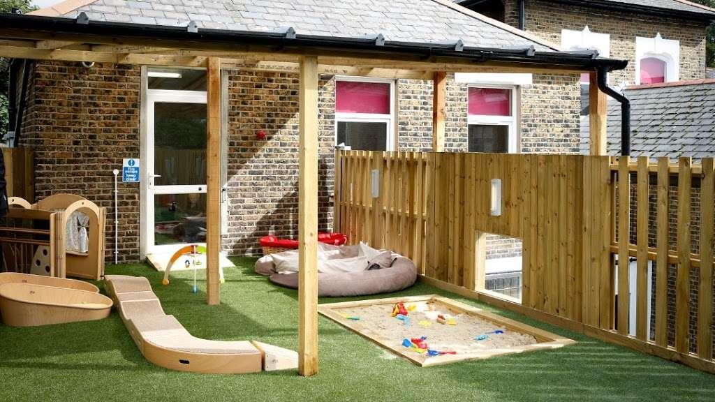 The Co Operative Childcare Avenue Lodge Bounds Green Rd Wood Green London N22 7eu Uk