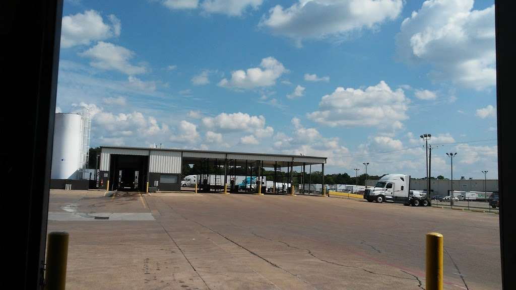 Heartland Express Inc - moving company  | Photo 1 of 10 | Address: 215 Environmental Way, Seagoville, TX 75159, USA | Phone: (866) 284-5605