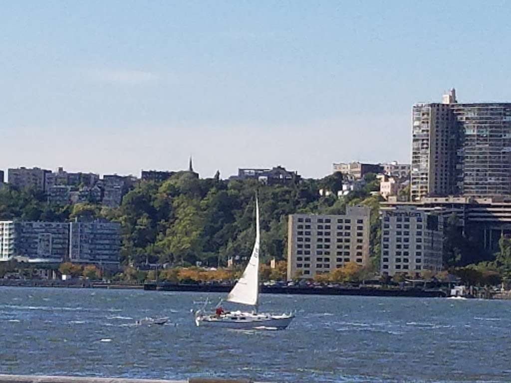 Hudson River Community Sailing - store  | Photo 5 of 10 | Address: 207 12th Ave, New York, NY 10001, USA | Phone: (212) 924-1920
