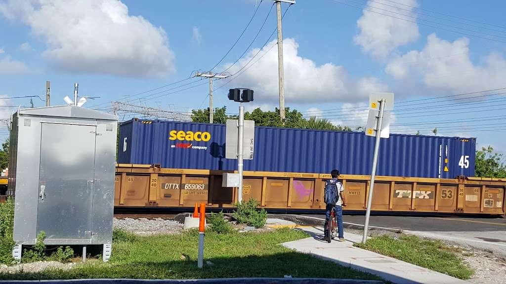 OfficeMax - electronics store    Photo 9 of 10   Address: 12255 Biscayne Blvd, North Miami, FL 33181, USA   Phone: (305) 893-2854