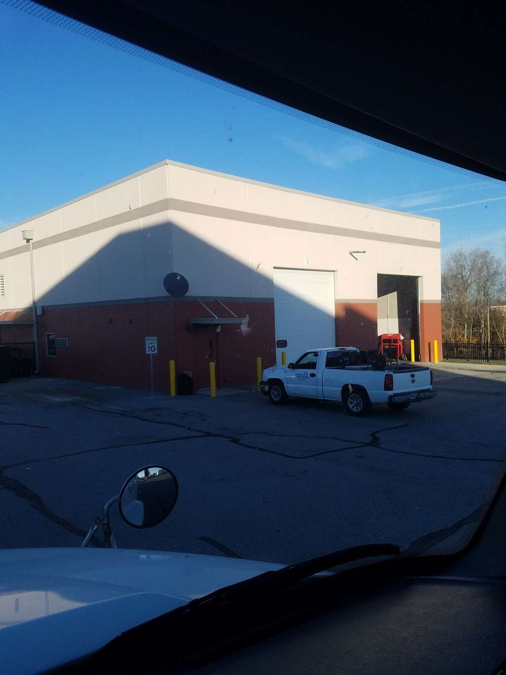 FedEx Ground - moving company  | Photo 4 of 10 | Address: 10301 Bennett Pkwy, Zionsville, IN 46077, USA | Phone: (800) 463-3339