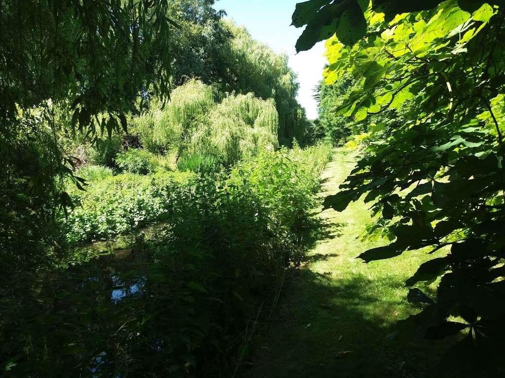 Deer Park - park  | Photo 9 of 10 | Address: 17 Tallents Cl, Sutton at Hone, Dartford DA4 9HS, UK