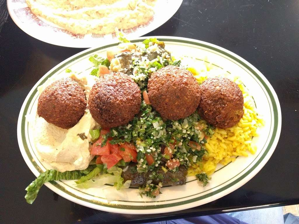 Heights Falafel - restaurant  | Photo 4 of 10 | Address: 78 Henry St, Brooklyn, NY 11201, USA | Phone: (718) 488-0808