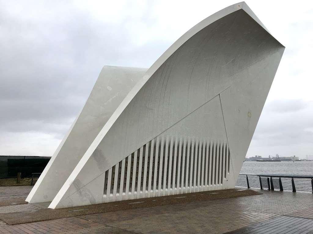 The Staten Island September 11th Memorial - park  | Photo 3 of 10 | Address: Bank Street, Staten Island, NY 10301, USA
