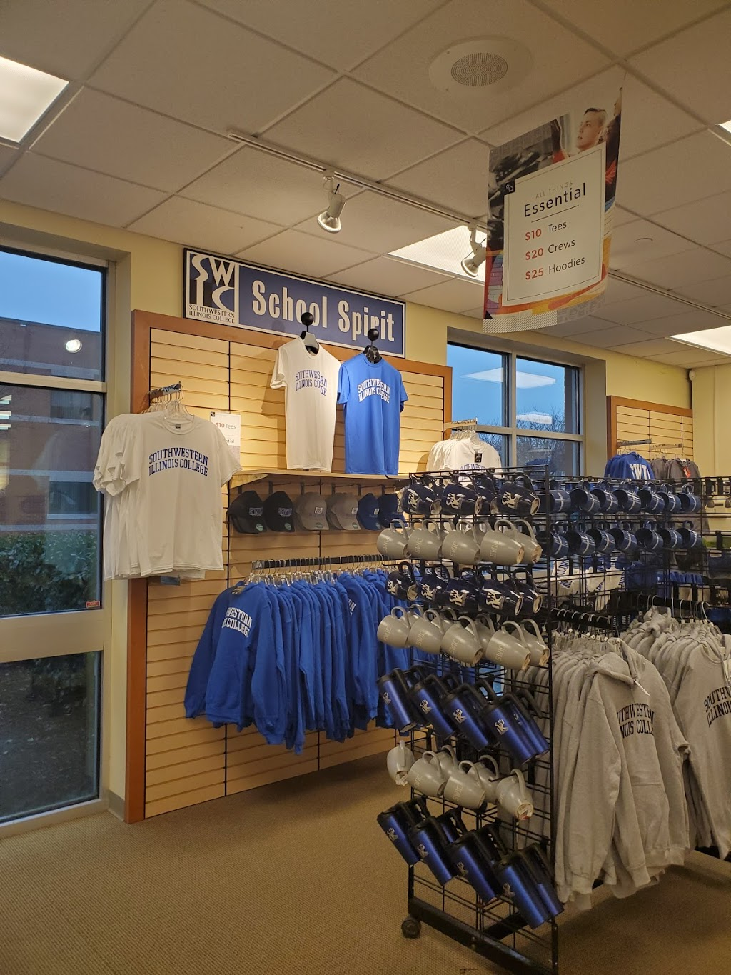 Barnes & Noble College - book store  | Photo 4 of 7 | Address: 2500 Carlyle Ave, Belleville, IL 62221, USA | Phone: (618) 222-5334