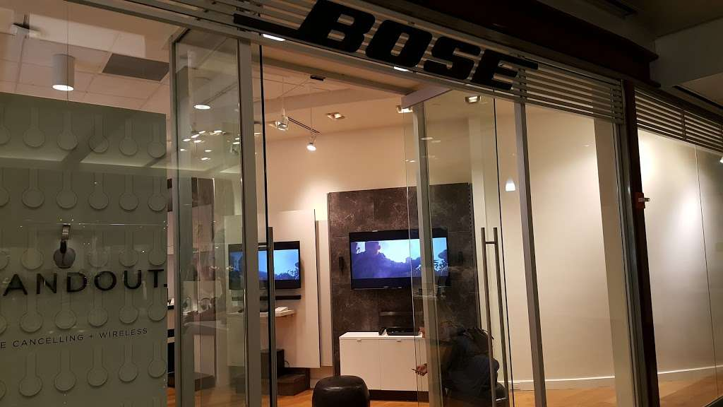 Bose Showcase Store - electronics store  | Photo 2 of 10 | Address: 10 Columbus Cir #303, New York, NY 10019, USA | Phone: (212) 823-9314