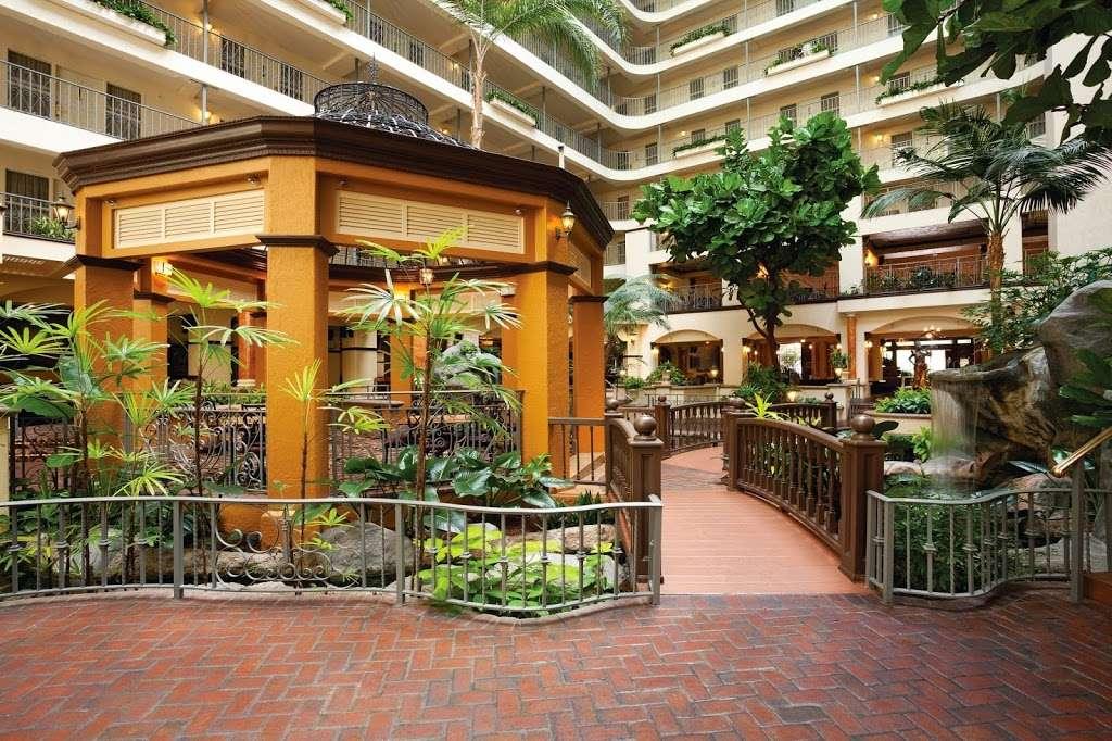 Embassy Suites by Hilton Santa Ana Orange County Airport - lodging  | Photo 8 of 10 | Address: 1325 E Dyer Rd, Santa Ana, CA 92705, USA | Phone: (714) 241-3800