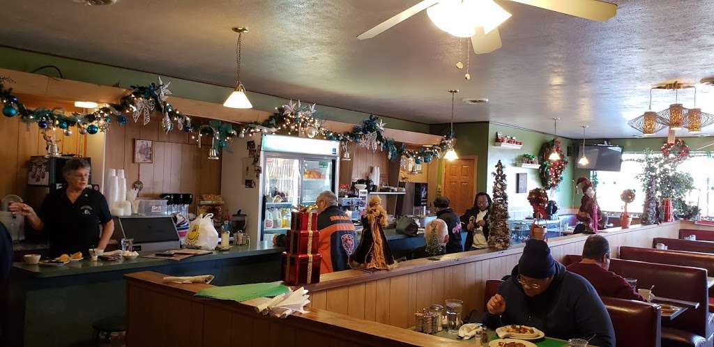 Bialys Cafe - restaurant  | Photo 1 of 10 | Address: 2801 95th St, Evergreen Park, IL 60805, USA | Phone: (708) 636-3004