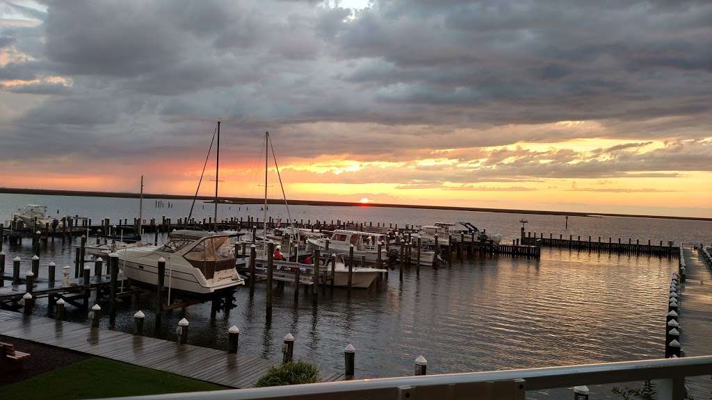 Harbour Light Condo 4 Sale - Rent - real estate agency  | Photo 7 of 10 | Address: 102 Williams St #511, Crisfield, MD 21817, USA