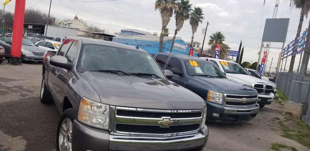 Haleman Auto Sales - car dealer  | Photo 5 of 6 | Address: 5539 Enrique M. Barrera Pkwy #103, San Antonio, TX 78227, USA | Phone: (210) 988-2534