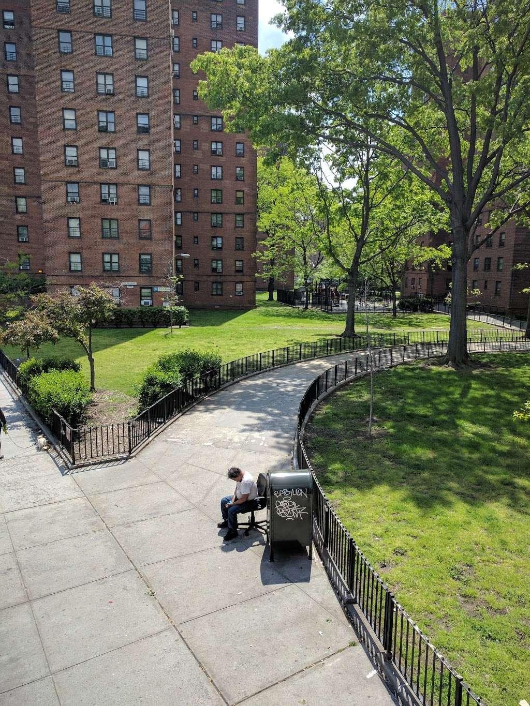 John V. Lindsay East River Park Track - park  | Photo 6 of 10 | Address: 1234 E 6th St, New York, NY 10009, USA | Phone: (212) 639-9675