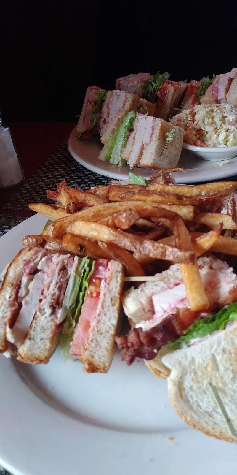 The Village Tavern - restaurant  | Photo 4 of 10 | Address: 90 Hartford Pike, North Scituate, RI 02857, USA | Phone: (401) 764-0893