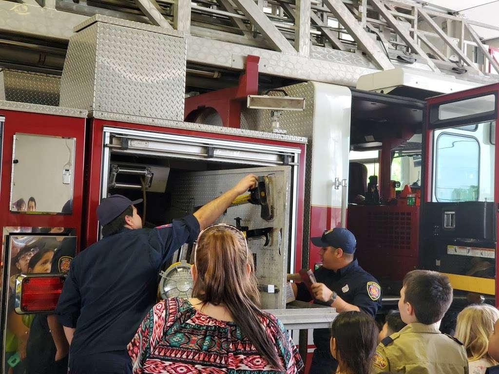 San Antonio Fire Department Station #2 - fire station  | Photo 7 of 8 | Address: 1058 W Villaret Blvd, San Antonio, TX 78224, USA | Phone: (210) 206-2202