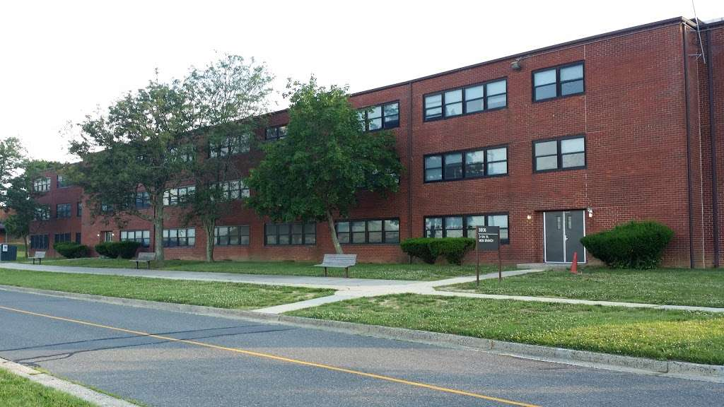 Barracks Building 5606 - lodging    Photo 2 of 2   Address: Fort Dix, NJ 08640, USA