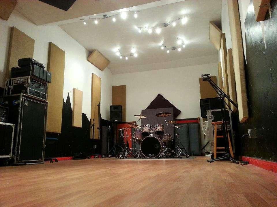 Iacon Sound Studios - electronics store    Photo 2 of 10   Address: 2469 Broadway, San Diego, CA 92102, USA   Phone: (619) 955-8295