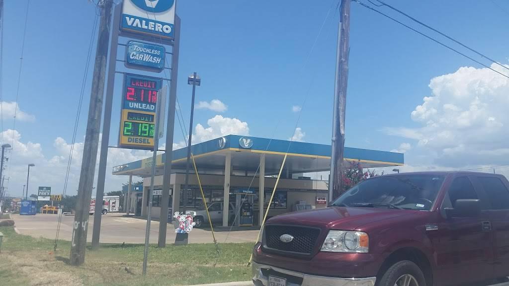 Valero Corner Store - convenience store  | Photo 1 of 3 | Address: 9033 Benbrook Blvd, Benbrook, TX 76126, USA | Phone: (817) 249-6364