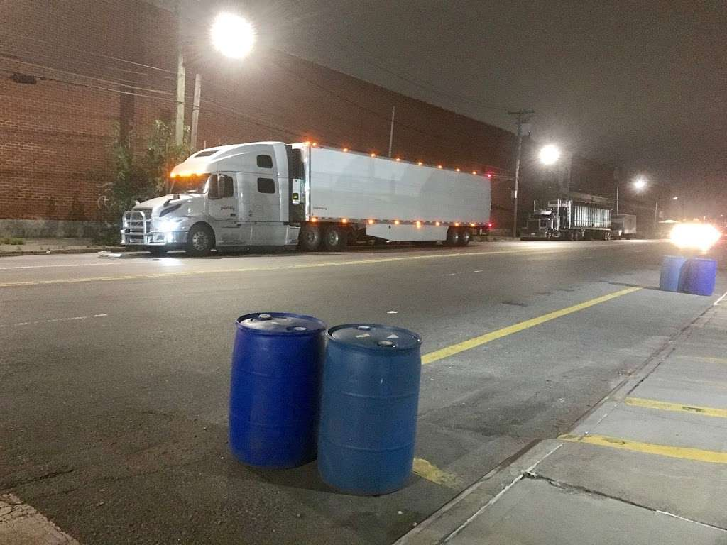 Brooklyn Truck Wash - car wash  | Photo 5 of 10 | Address: 184 Maspeth Ave, Brooklyn, NY 11211, USA | Phone: (718) 218-8150