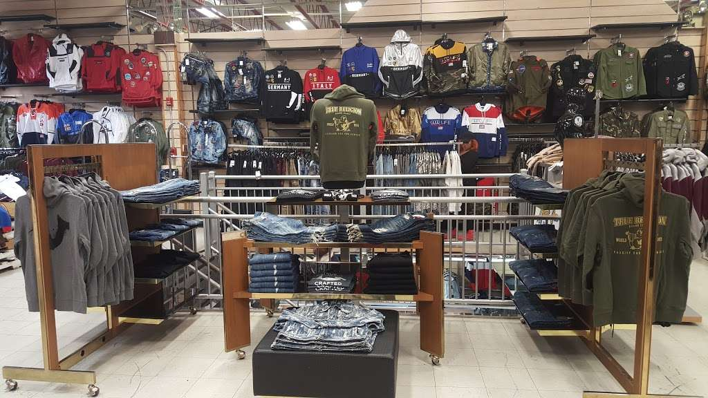 Dr Jays - clothing store  | Photo 9 of 10 | Address: 215 E Fordham Rd, The Bronx, NY 10458, USA | Phone: (718) 220-3354