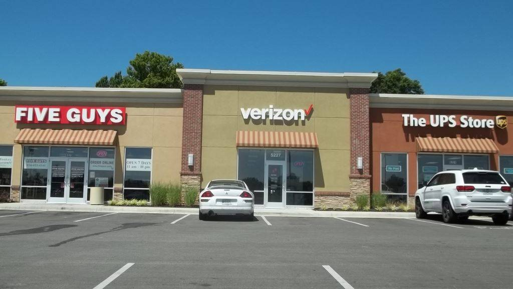 Verizon Authorized Retailer - Russell Cellular - electronics store  | Photo 1 of 9 | Address: 5227 N Antioch Rd, Kansas City, MO 64119, USA | Phone: (816) 359-3330