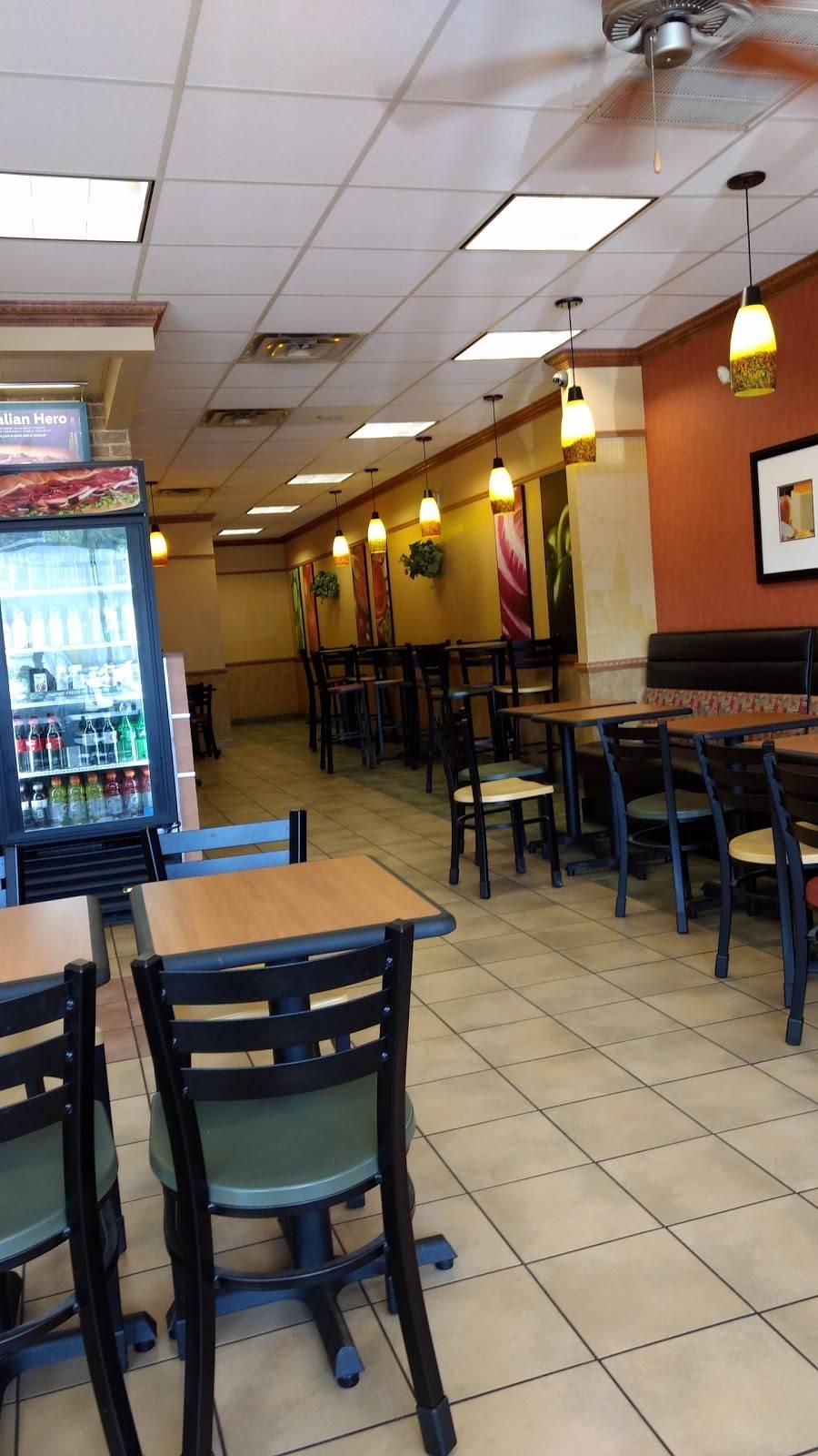 Subway - meal takeaway  | Photo 3 of 10 | Address: 8875 - A Highland Rd, Baton Rouge, LA 70808, USA | Phone: (225) 769-0034