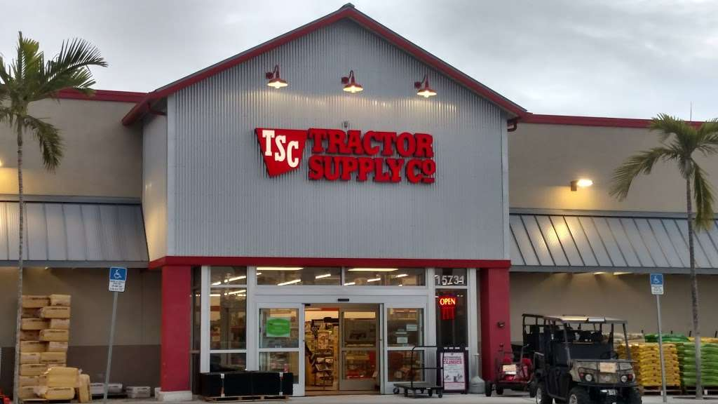 Tractor Supply Co. - hardware store  | Photo 2 of 10 | Address: 15731 Southern Blvd, Loxahatchee, FL 33470, USA | Phone: (561) 333-2223