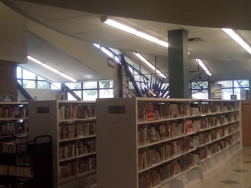 The Henry Zarrow Tulsa city - county Library - library  | Photo 4 of 8 | Address: 2224 W 51st St, Tulsa, OK 74107, USA | Phone: (918) 549-7323