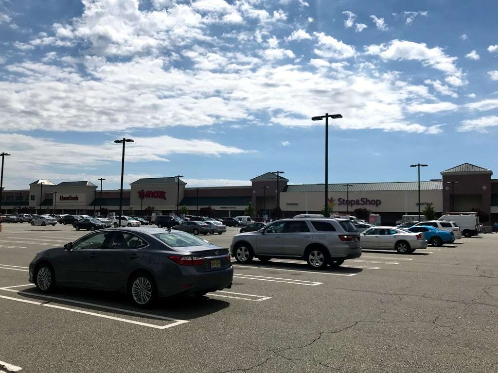 South Cove Commons - shopping mall  | Photo 7 of 10 | Address: 1 Lefante Way, Bayonne, NJ 07002, USA | Phone: (201) 437-0239
