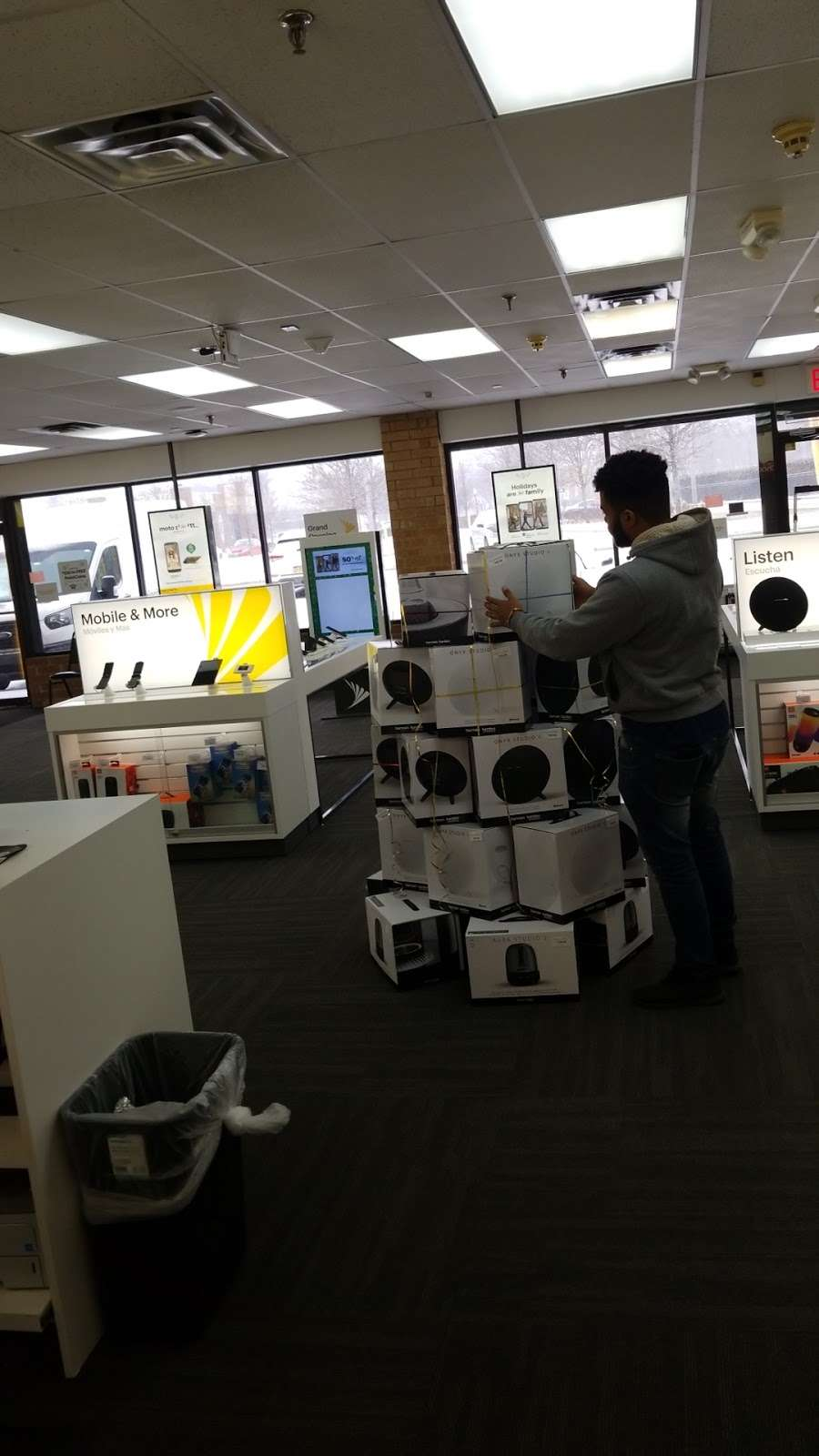 Sprint Store - electronics store  | Photo 4 of 8 | Address: 112A Wheeler Rd, Central Islip, NY 11722, USA | Phone: (631) 533-9999