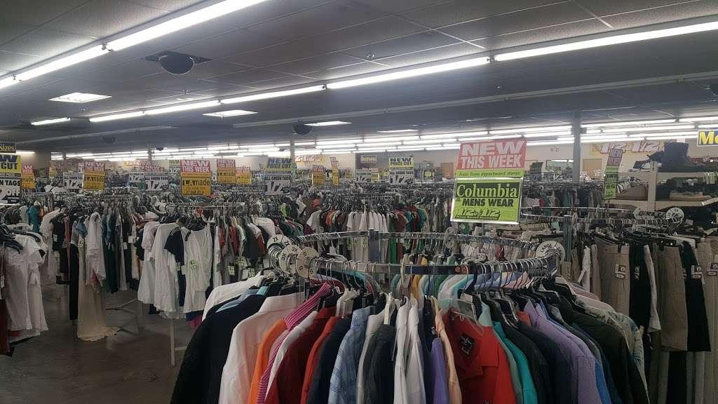 Name Brand Clothing - clothing store    Photo 3 of 10   Address: 8800 Marshall Dr, Shawnee Mission, KS 66215, USA   Phone: (913) 859-9898