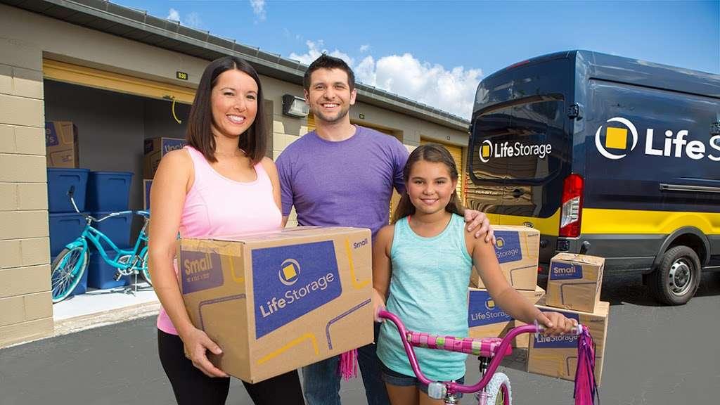 Life Storage - storage  | Photo 1 of 10 | Address: 601 Martin Ave, Rohnert Park, CA 94928, USA | Phone: (707) 794-6000