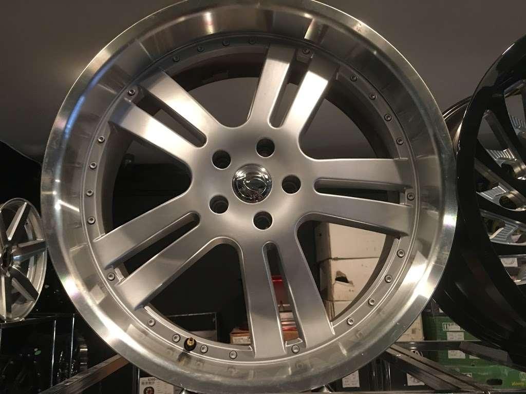 Rim Shop The Chrome Depot Wheels Tires Financing - car repair  | Photo 8 of 10 | Address: 1626 S Cicero Ave, Cicero, IL 60804, USA | Phone: (708) 776-3119