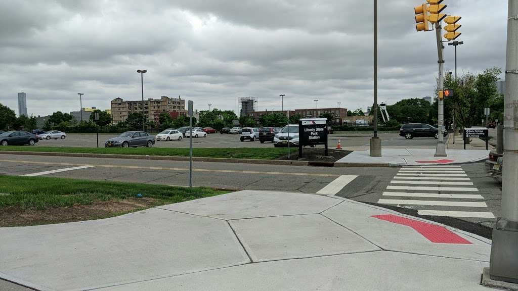 County Rd 612 Parking - parking  | Photo 5 of 5 | Address: County Rd 612, Jersey City, NJ 07302, USA