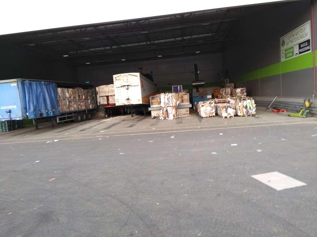 Lidl Northfleet Regional Distribution Centre (RDC) - storage  | Photo 4 of 10 | Address: Crete Hall Rd, Northfleet, Gravesend DA11 9BU, UK | Phone: 0800 977 7766