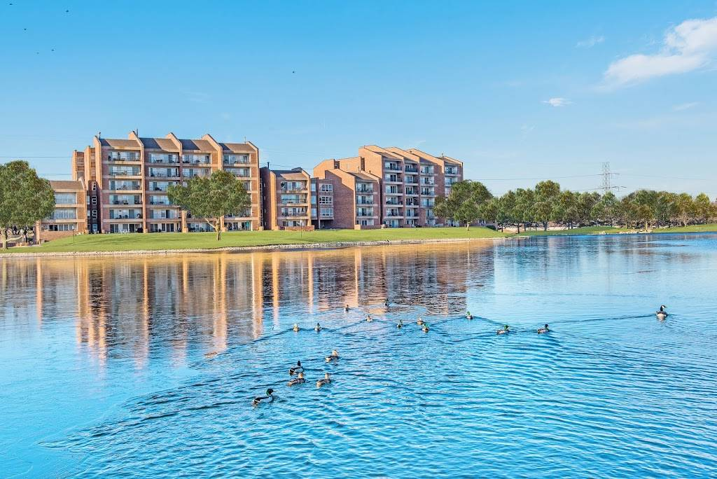 Regency Lakeside Apartment Homes - real estate agency  | Photo 7 of 10 | Address: 10506 Pacific St, Omaha, NE 68114, USA | Phone: (402) 382-9808