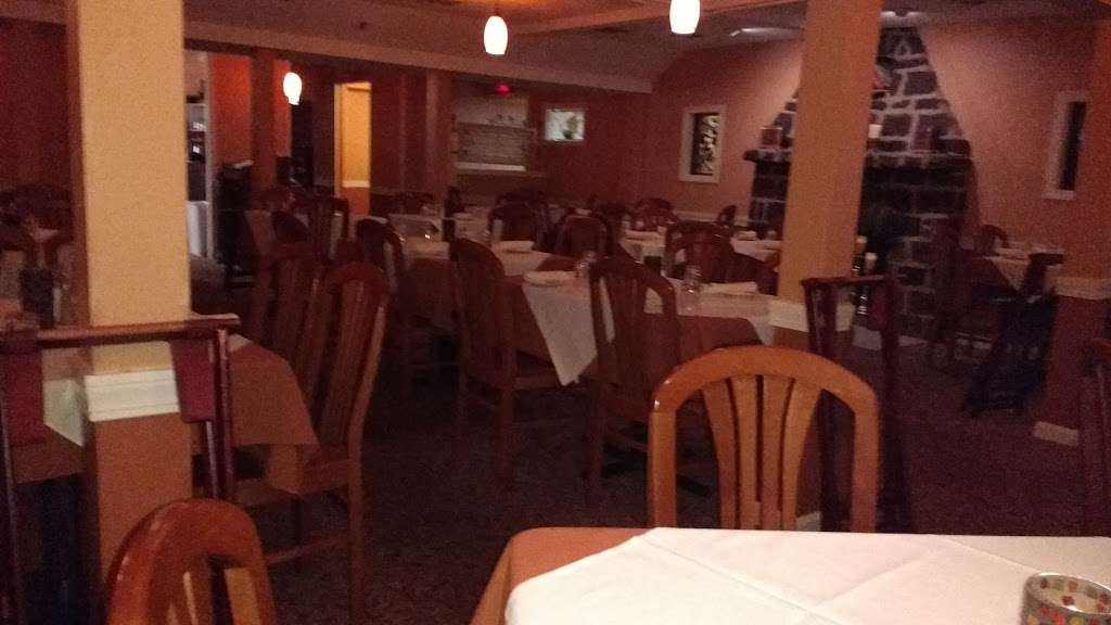 Greenville Inn - restaurant  | Photo 8 of 10 | Address: 36 Smith Ave, Greenville, RI 02828, USA | Phone: (401) 949-4020