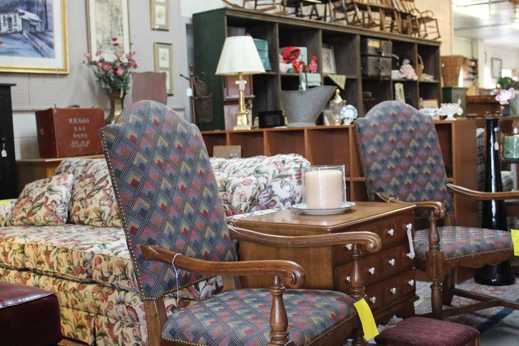 Harry's Fine Used Furniture & Accessories - furniture store  | Photo 6 of 10 | Address: 1910, 11 Graybill Rd, Leola, PA 17540, USA | Phone: (717) 656-2436