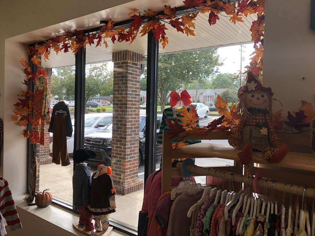 Lollipop Kids Consignment - clothing store    Photo 1 of 5   Address: 1776 N Center St ste a, Hickory, NC 28601, USA   Phone: (828) 569-1566