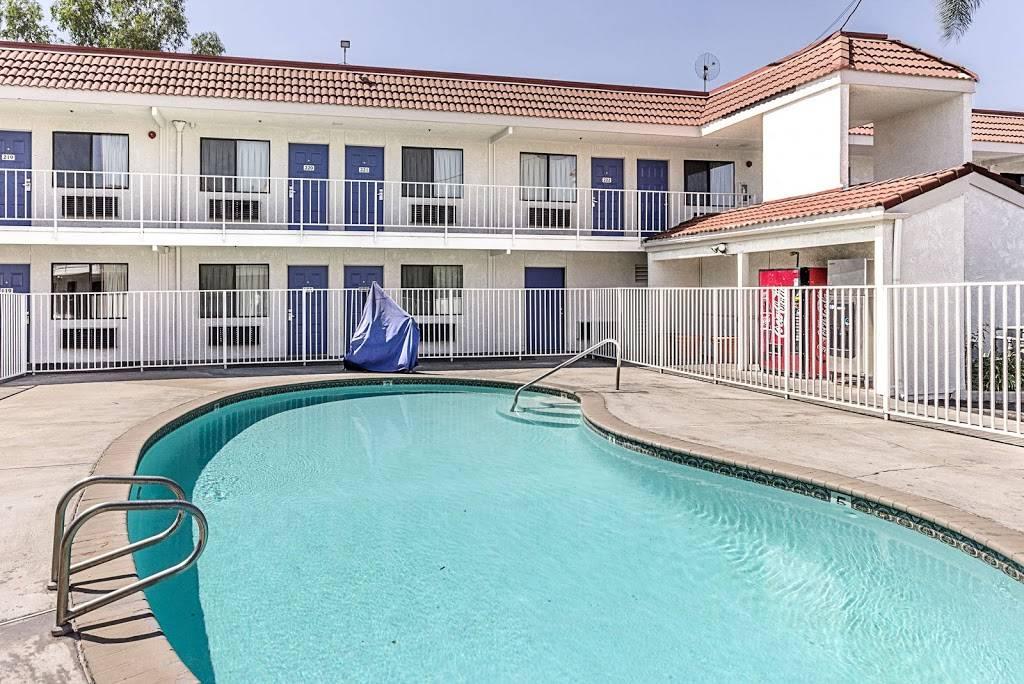 Motel 6 Fresno, CA - lodging  | Photo 3 of 8 | Address: 5021 N Barcus Ave, Fresno, CA 93722, USA | Phone: (559) 276-1910