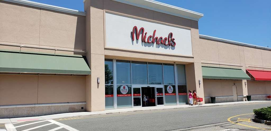 Paramus Town Square - shopping mall    Photo 1 of 10   Address: 240 NJ-17, Paramus, NJ 07652, USA   Phone: (914) 576-7500