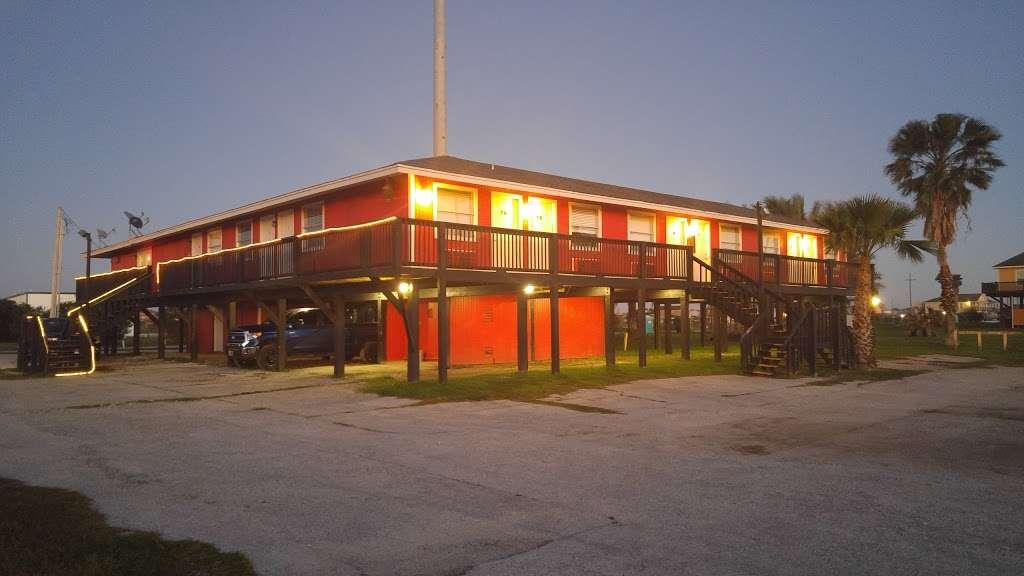 Saltwater Inn - lodging  | Photo 1 of 10 | Address: 1020 State Hwy 87, Crystal Beach, TX 77650, USA | Phone: (409) 684-8392