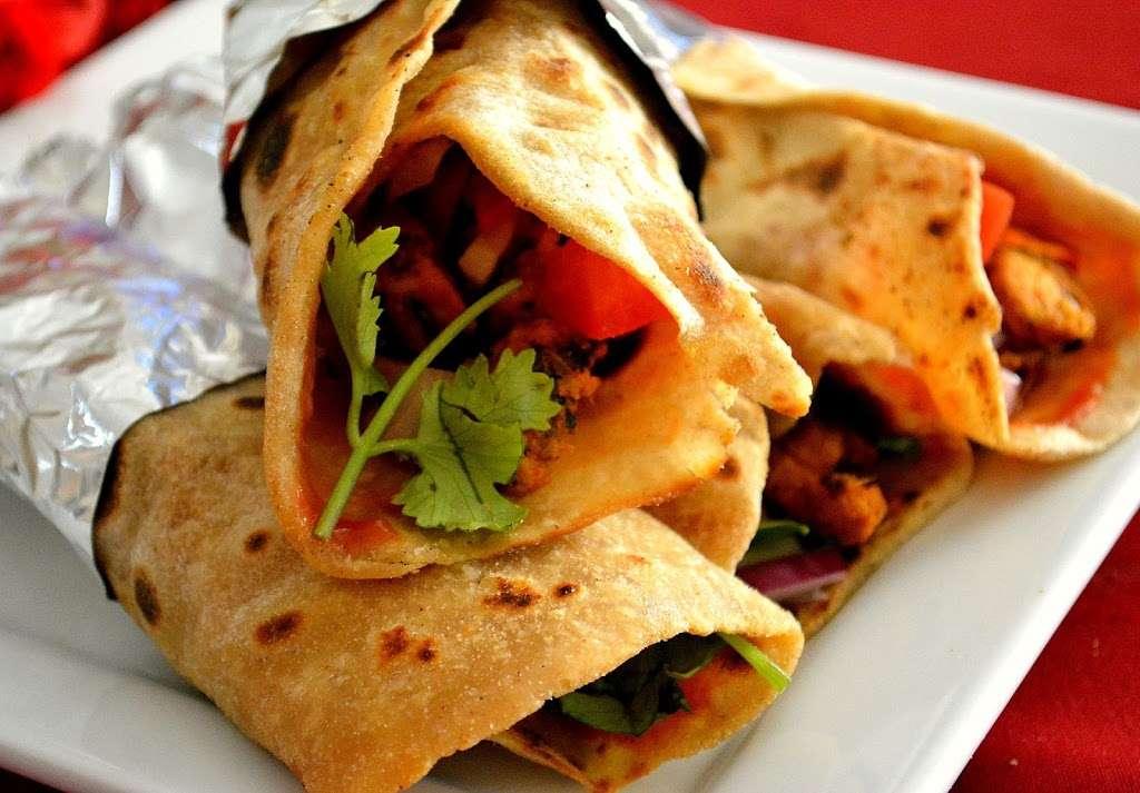Pizza Plus - restaurant  | Photo 6 of 10 | Address: 4 South St, New York, NY 10004, USA | Phone: (212) 943-1800