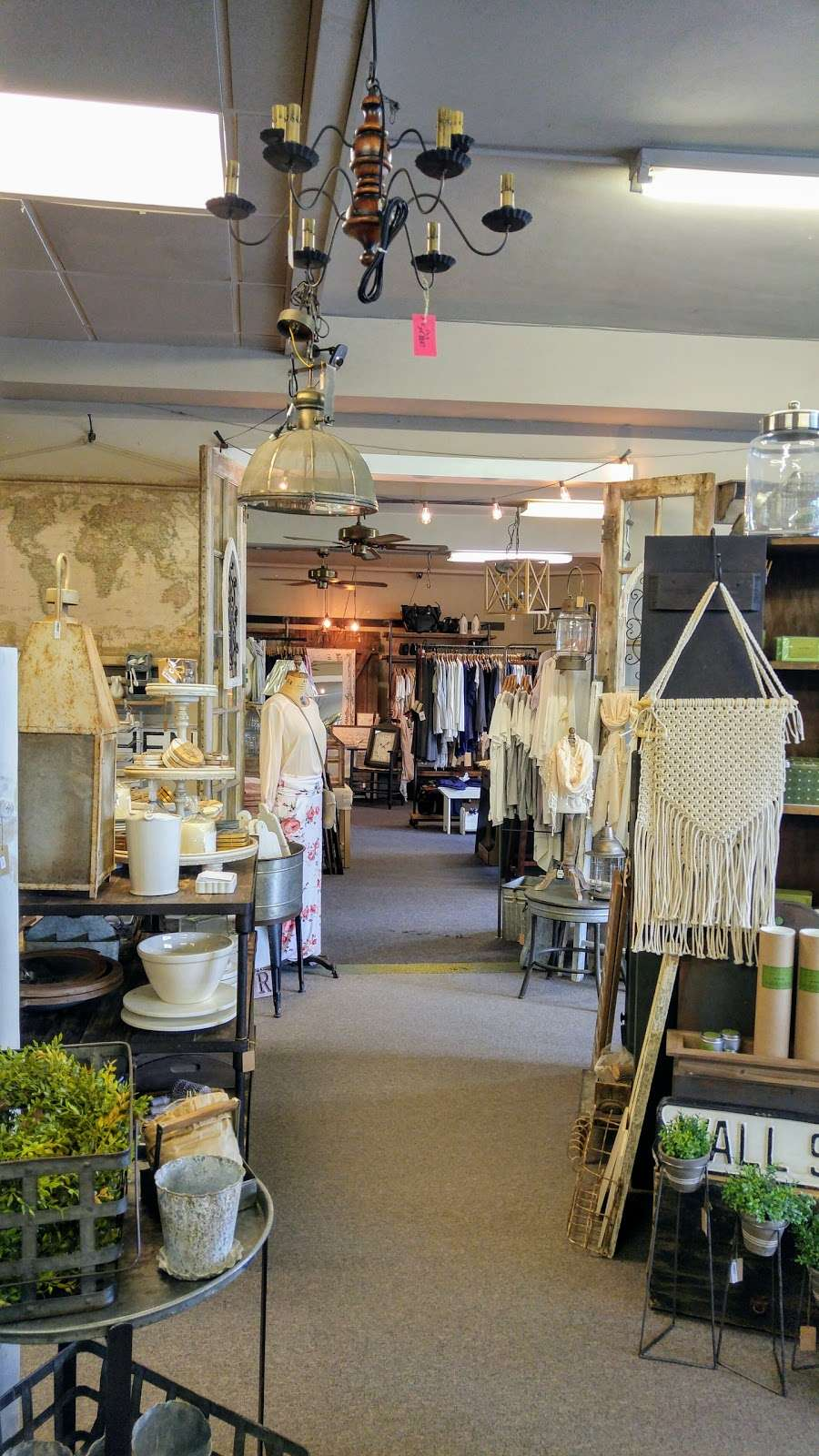 Cocalico Creek Country Store - home goods store  | Photo 3 of 10 | Address: 1037 N Reading Rd, Stevens, PA 17578, USA | Phone: (717) 336-5522