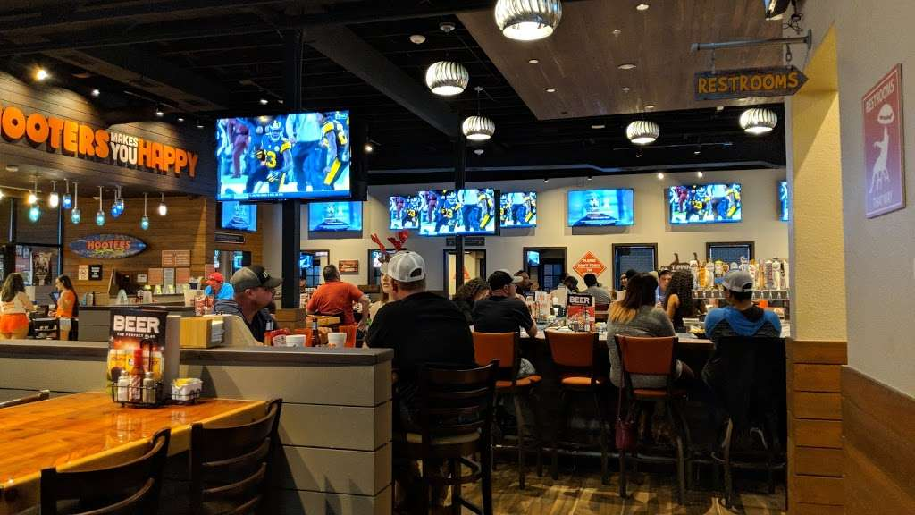 Hooters - restaurant  | Photo 2 of 10 | Address: 4710 Interstate 10 E, Baytown, TX 77521, USA | Phone: (832) 514-2586