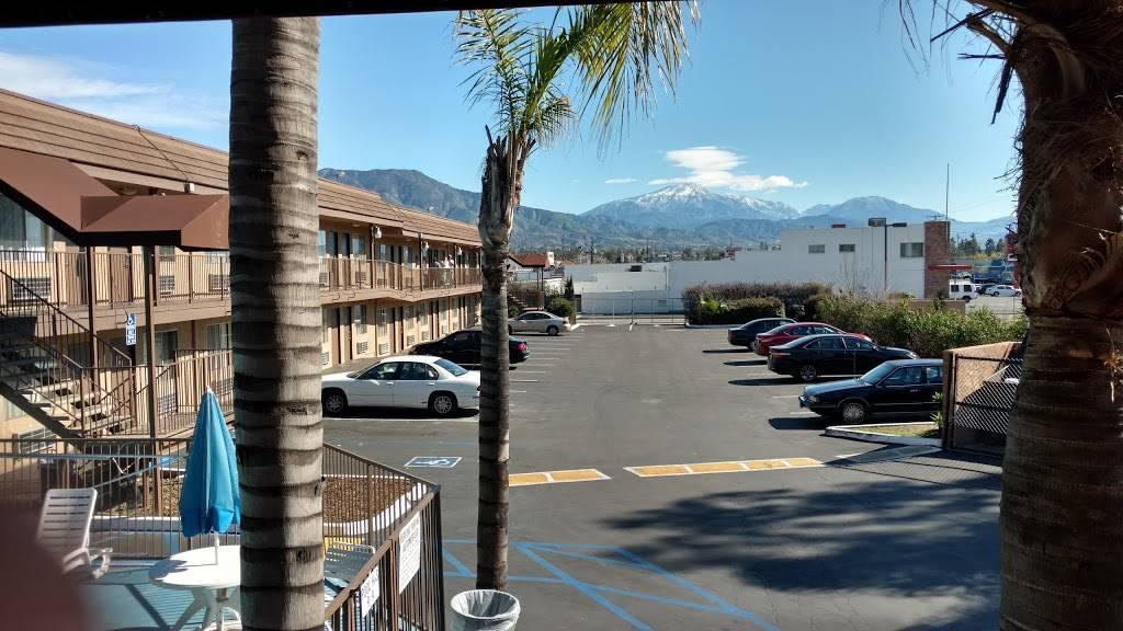 Days Inn by Wyndham San Bernardino - lodging  | Photo 7 of 8 | Address: 1386 E Highland Ave, San Bernardino, CA 92404, USA | Phone: (909) 881-1702